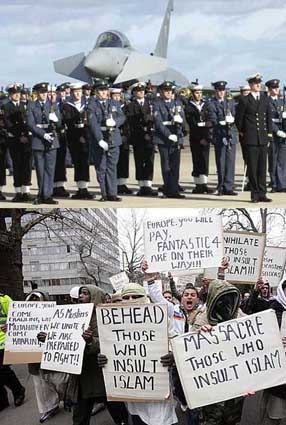 Islamists protest Peterborough RAF Courtesy BNP.org.uk